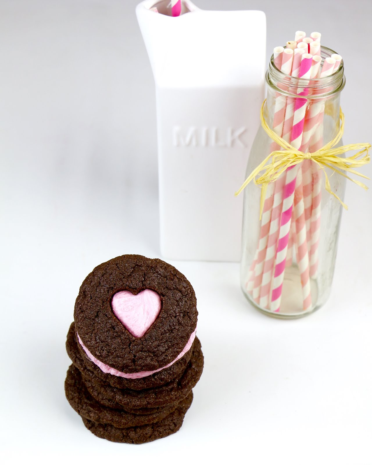 VIDEO} Valentine\'s Cake Mix Sandwich Cookies - Lindsay Ann Bakes
