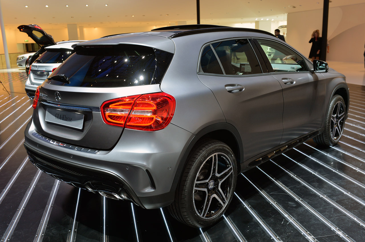 Automotiveblogz 2015 mercedes benz gla class frankfurt for Mercedes benz frankfurt