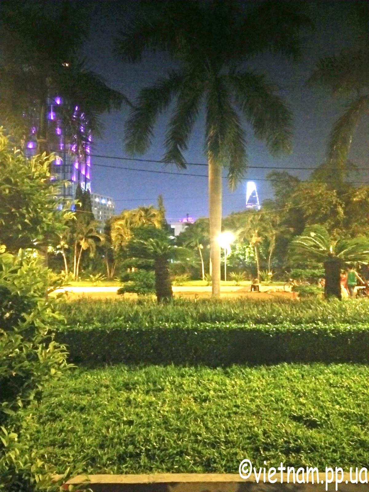 Вечерний парк в Хошимине