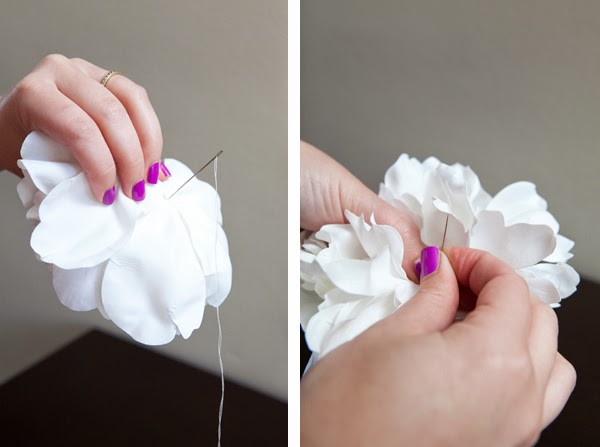 Adorno para el pelo con flores recicladas en Recicla Inventa