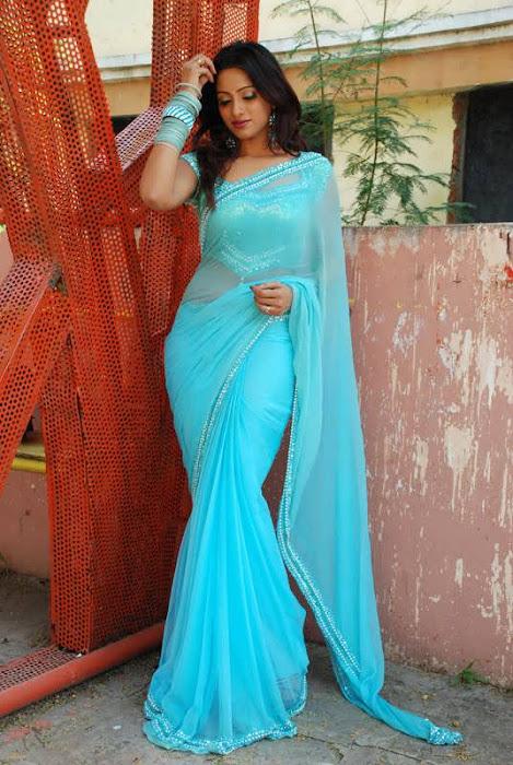 Tollywood Anchor Udaya Bhanu in Saree Cute Photos
