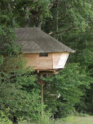 cabane dans les arbres, domaine de dienné, nuit insolite, bullelodie