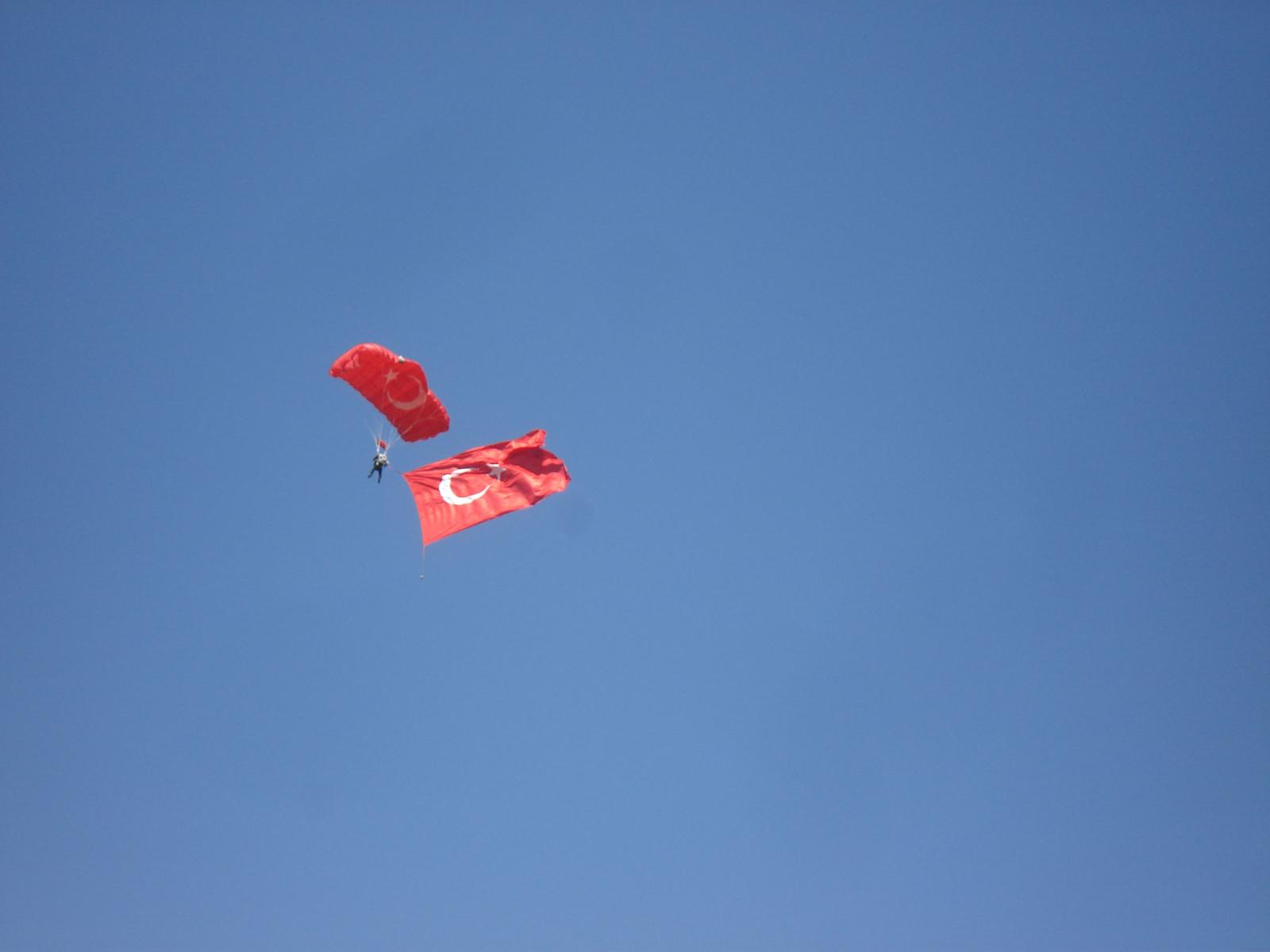 http://3.bp.blogspot.com/-kyDA8qZiPDI/TeaeHlHVK-I/AAAAAAAACc4/SLe-Ose-BTo/s1600/Parachut_.jpg