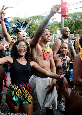 Rihanna & Lewis Hamilton cosy up at Barbados festival  2B1699D200000578-3184374-Cheers_The_F1_champ_looked_like_he_was_in_his_element_dancing_in-m-49_1438693676530