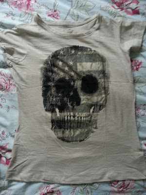 A picture of a Primark Skull Print T-Shirt