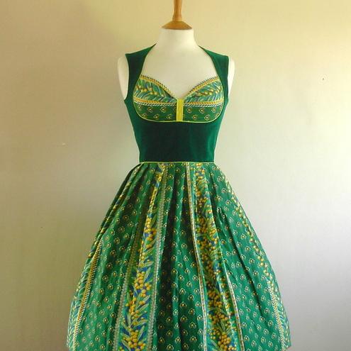 http://3.bp.blogspot.com/-kyzUNDlD1XQ/TqbqZHR-MXI/AAAAAAAABOg/Jp4FUu06Pd0/s1600/Forrest_Green_Vintage_Print_Heidi_Dress.JPG