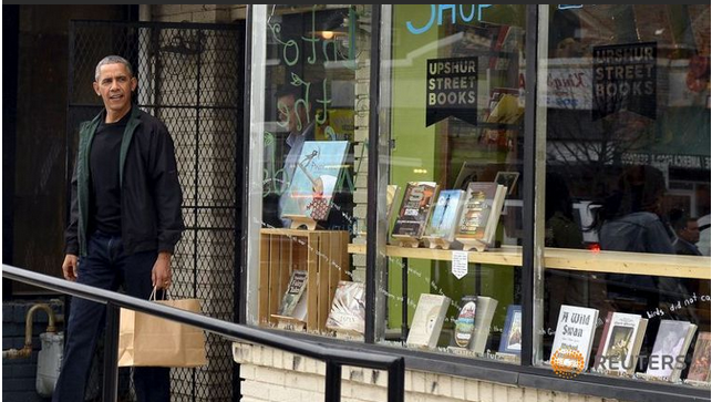 Obama takes his daughters 'book shopping'