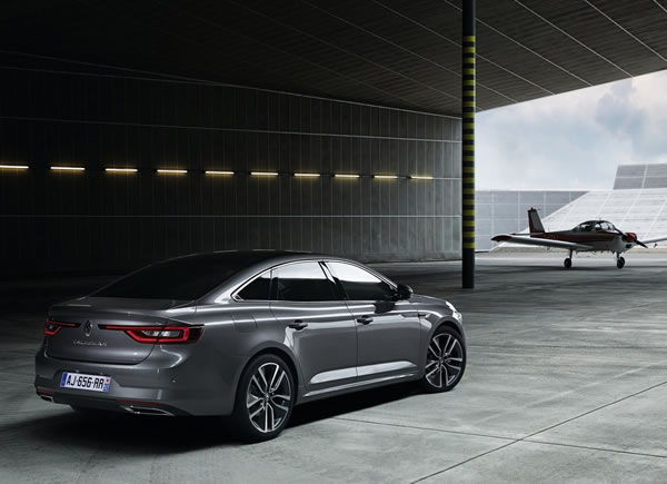 「Renault Talisman」のリア斜め画像