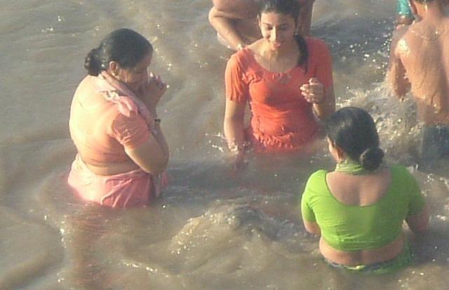 indian girls bathing at river ganga - Chuttiyappa