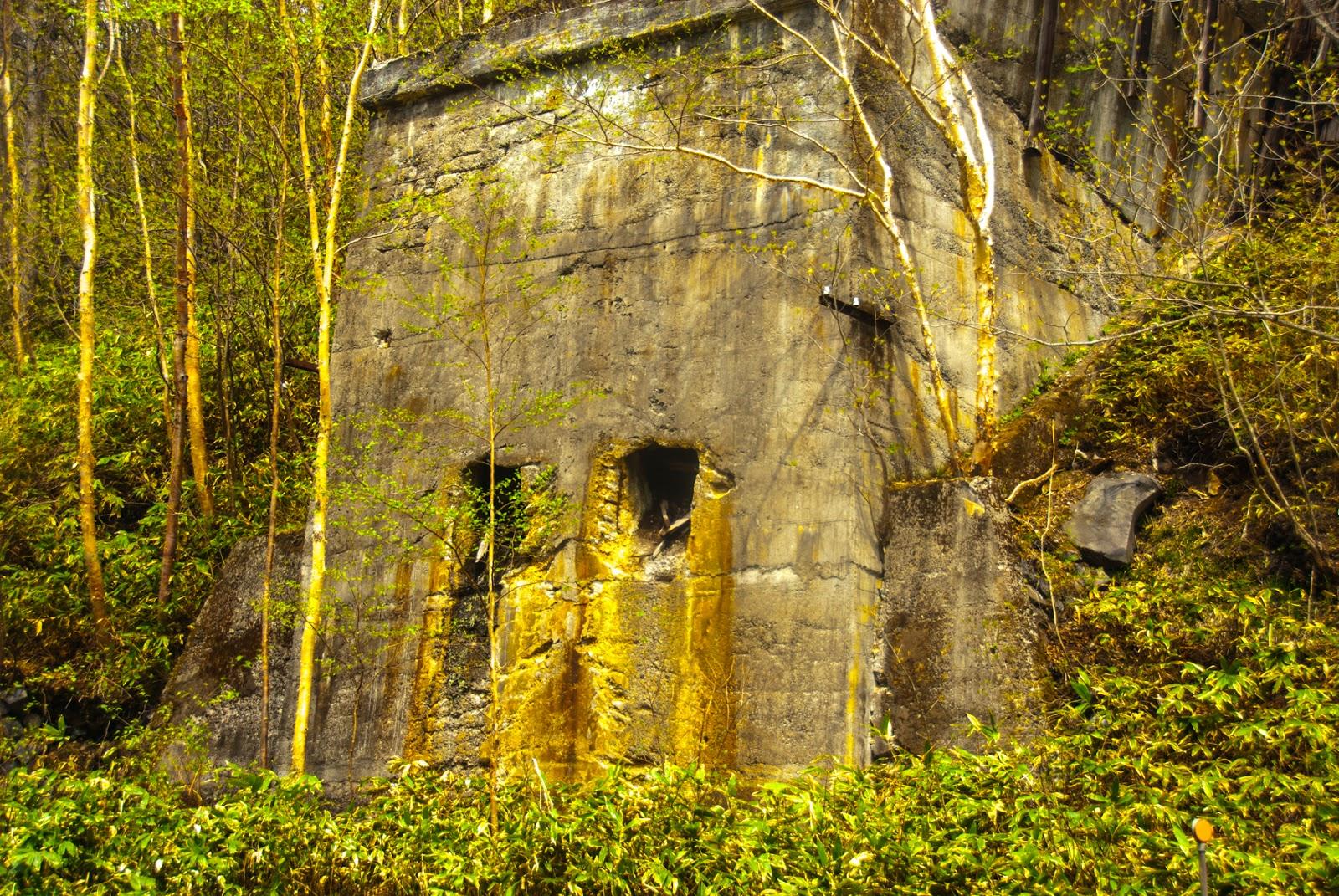 廃墟っぽい壁