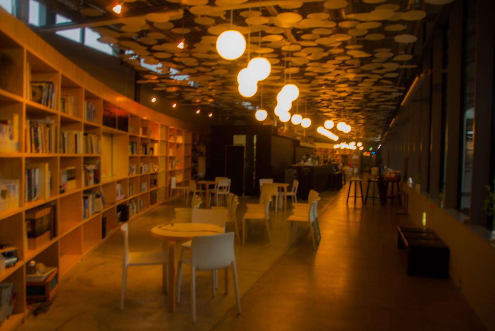 越後妻有里山現代美術館 キナーレ エントランス 越後しなのがわバル カフェスペース