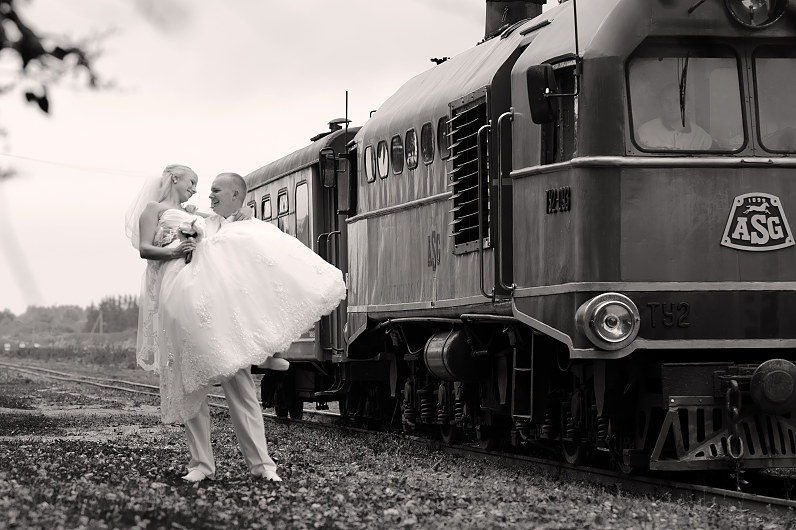 vestuvių fotosesija su traukiniais