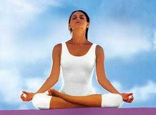 اليوغا تساعد مريضة سرطان الثدي على الشفاء