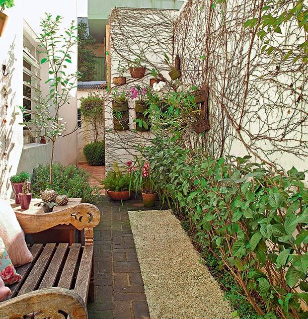 jardins quintal pequeno:Quintais pequenos cheios de inspirações para você aproveitar
