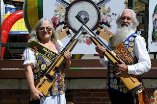 Alvino e Velanda participam de competições de tiro da Schützenfest desde 1985 - Foto: Germano Rorato / Agencia RBS