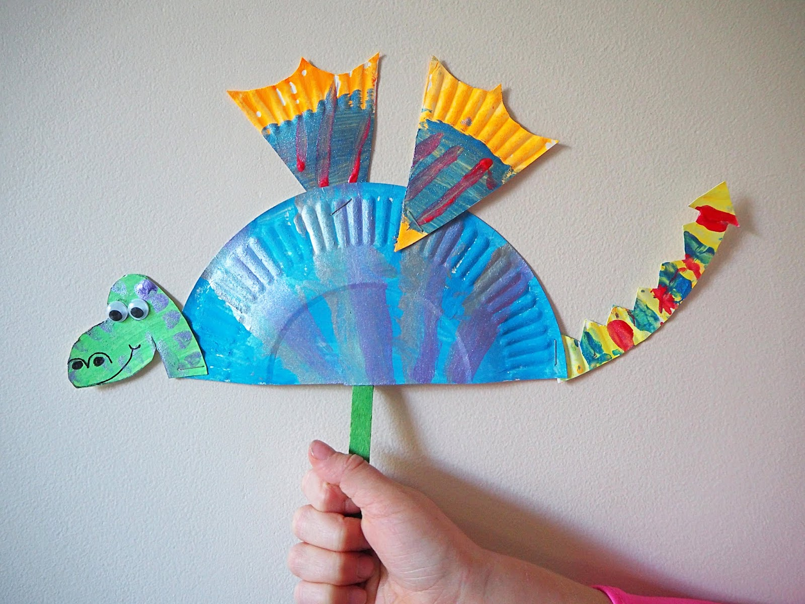 Learn with play at home simple paper plate dragon craft for Simply crafts