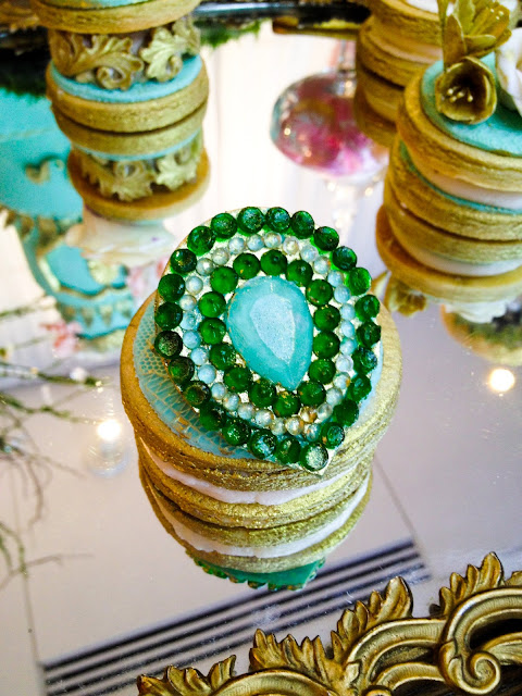 Great Gatsby inspired pantone emerald 2013 colour of the year vintage jewel couture designer cookies by Cupcake et Macaron Montreal