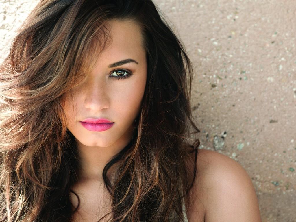 http://3.bp.blogspot.com/-l-_hs3kbNT0/UNOd0oD4-8I/AAAAAAAAG5o/GiZnciEoQao/s1600/Demi-Lovato.jpg