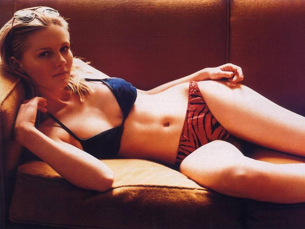http://3.bp.blogspot.com/-l-prpj6dslY/TpxjfEvam2I/AAAAAAAABcU/1UT4mQMoVJI/s1600/Kirsten-Dunst-in-hot-bikini-1.JPG