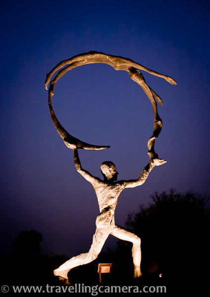 Garden of Five Senses is a nice place maintained by Delhi Tourism and more popular among couples. There are some nice sculptures installed around the garden and look wonderful during evenings. I am not sure if these are lit everyday or for some special occasions.