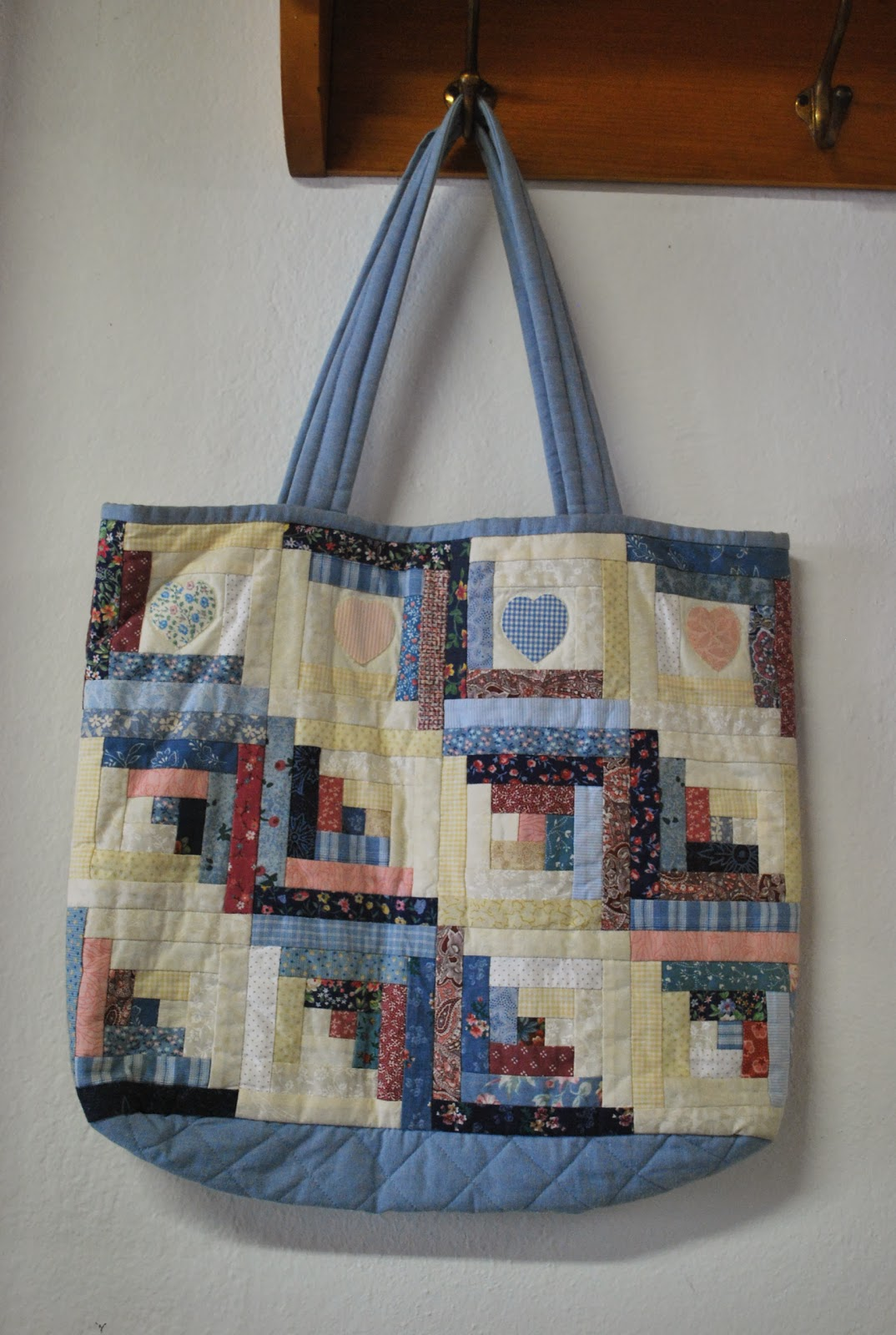 Confraria Do Patchwork Projetos. Full resolution  image, nominally Width 1074 Height 1600 pixels, image with #633424.