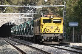 Tren pasando un Tunel