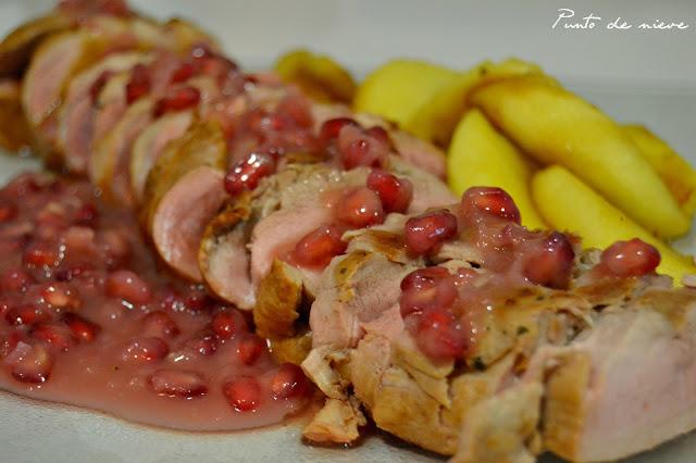 Solomillo de cerdo con salsa de granada y manzana caramelizada