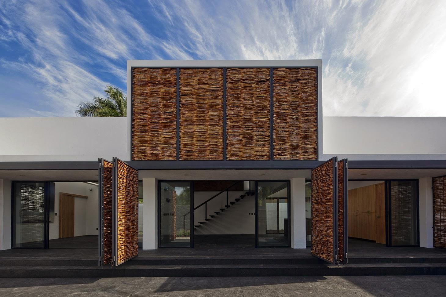 Rumah dengan Perpaduan Lokalitas dan Modernitas 21