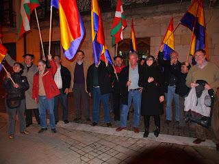 Compañeros de Unidad Cìvica Navarra por la República, celebrando el acuerdo del Pleno Municipal del Ayuntamiento de Alsasua / Altsasu