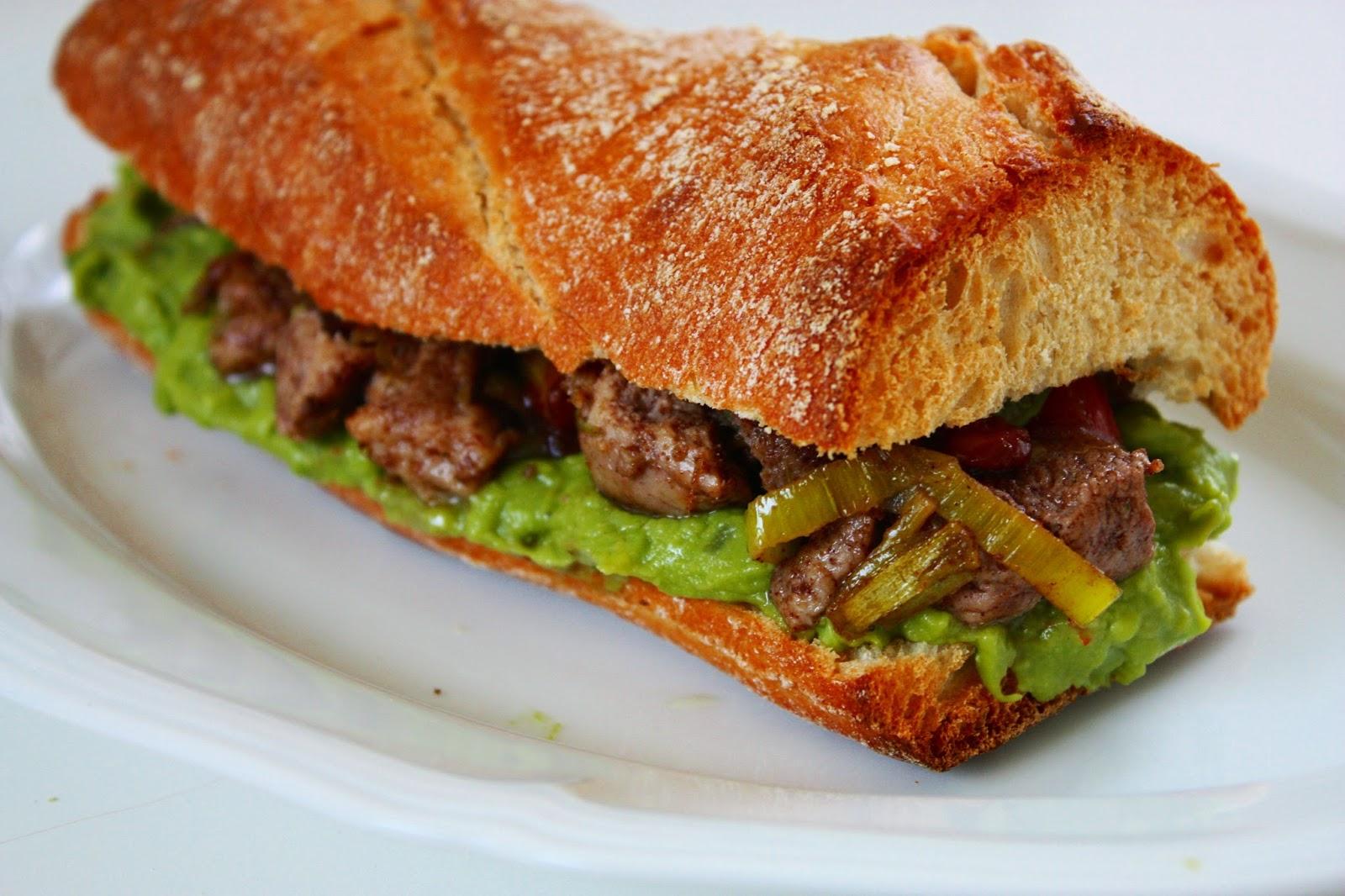 Ciabatta Burger mit Erbsenpüree Schweinefilet und Rhabarber