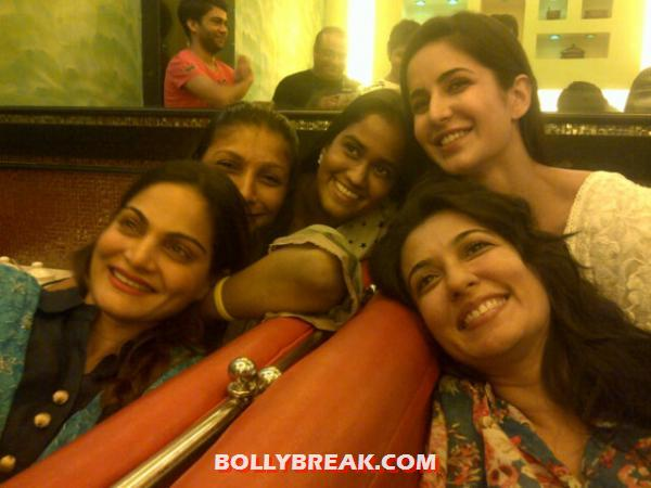  Katrina Kaif with Alvira, Arpita &amp; Mini Mathur -  Katrina Kaif with Alvira, Arpita &amp; Mini Mathur - Real Life Pics