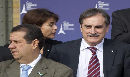Brasil: Ministro do Trabalho acumula ilegalmente cargos públicos em cidades diferentes