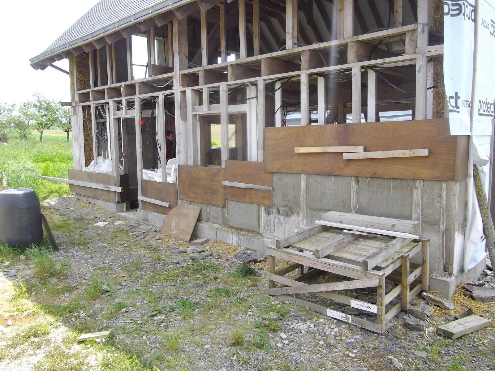 Construction de notre maison en bois et paille for Construction plancher bois etage