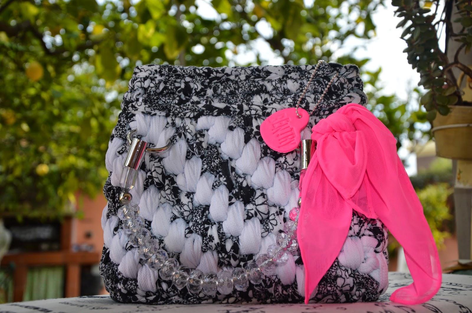 Borsa cotone bianco e cotone stampato fiori nero