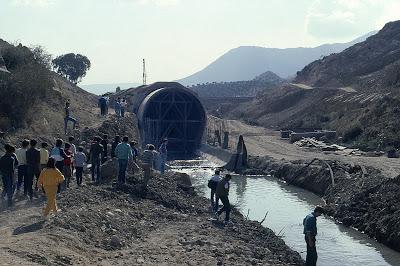 Visita a las obras de la presa en 1986