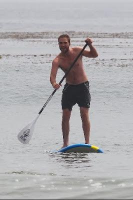 1 Abril - Nuevas fotos de Rob en Malibu!!!! (30 de Marzo) PREVIEW2