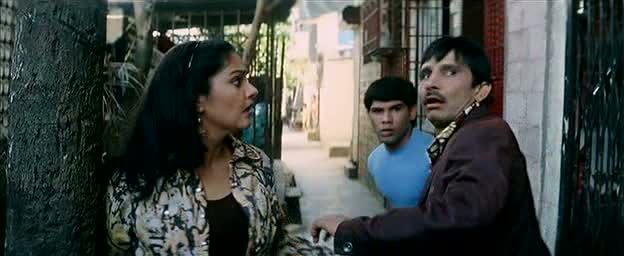 KRK, Gracy and bro try to escape the police