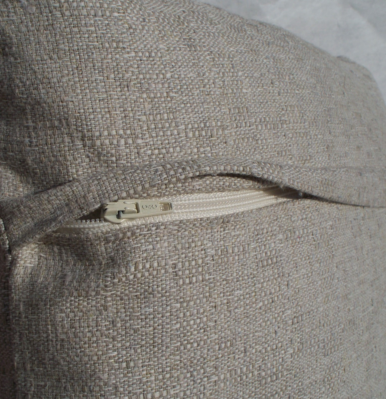 How To Make Throw Pillow With Zipper : Krista Sew Inspired: Pillow Cover with Hidden Zipper - Tutorial