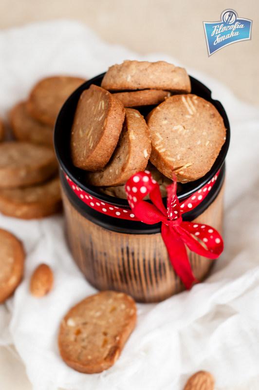 Przepis na świąteczne pierniczki z migdałami