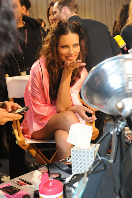Adriana Lima Victoria's Secret Fashion Show in NewYork 7 November 2012