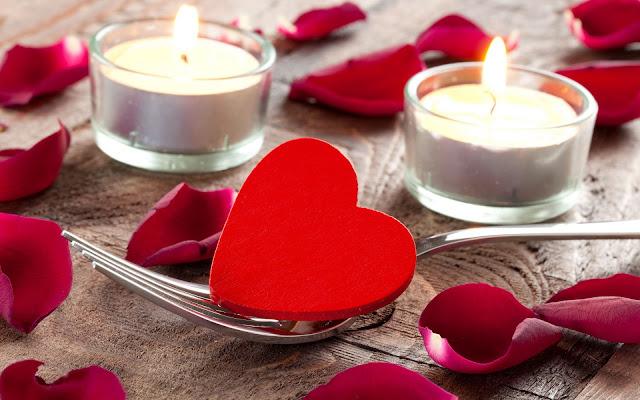 Wallpaper met kaarsen en liefdes hartje