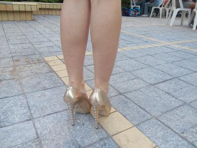Sapato Dourado- Jessica Harumy