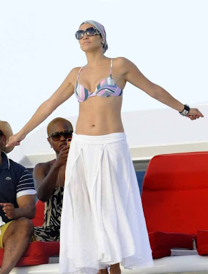 Jennifer Lopez Birthday Celebration with Bikini Photos !