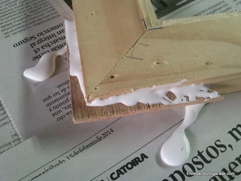 Echar cola en la chapa y en la ranuras fue echar demasiada cola de carpintero. Enredandonogaraxe.com
