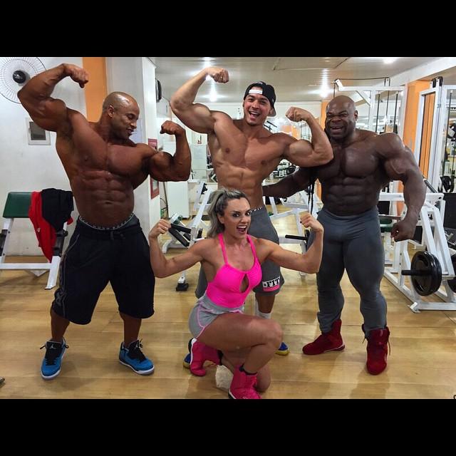 Victor Martinez , Felipe Franco, Kai Greene e Juju Salimeni  na Academia DM Fitness - Foto: Arquivo pessoal