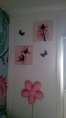 farmors billeder og sommerfugle over lampen