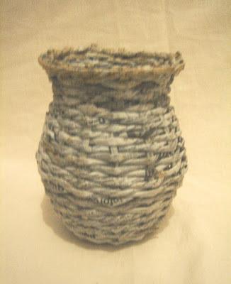 vas dari kertas koran