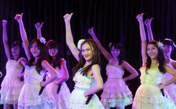 Foto JKT48 Pemenang Dahsyatnya Awards 2014 Terbaru