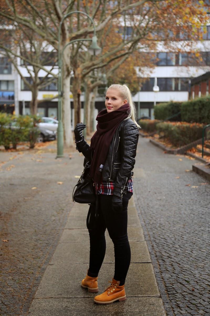 Lentokoneessa Laukku : Emmi paloranta outfit in berlin