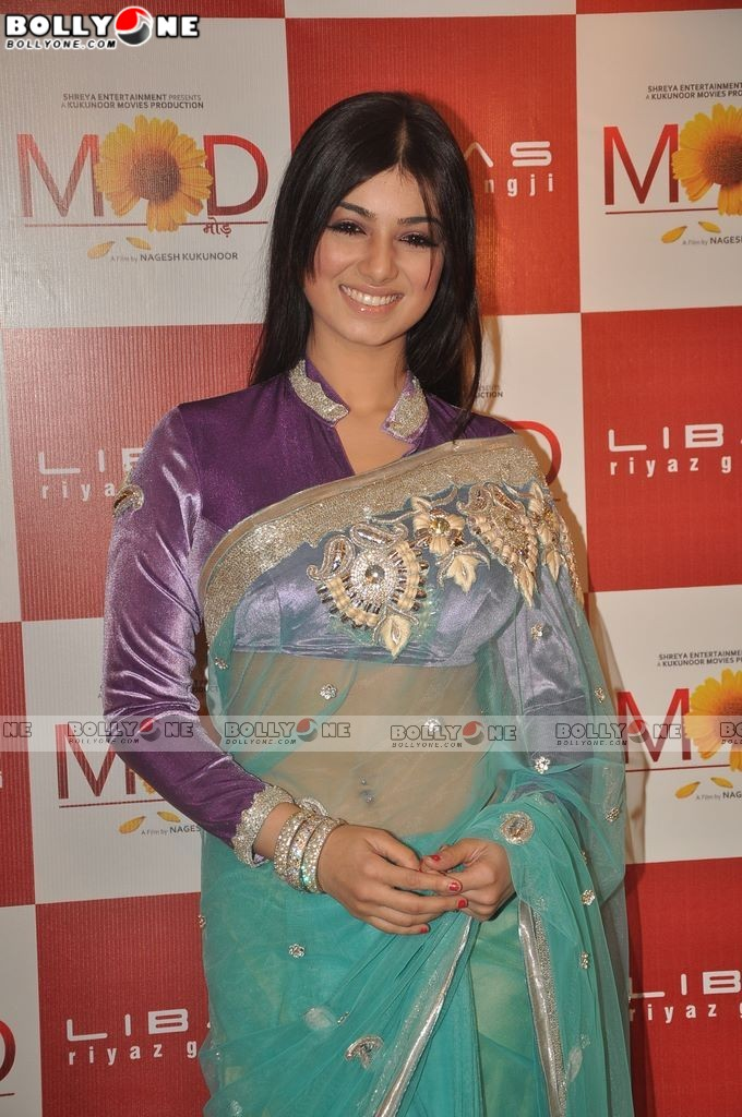 Ayesha Takia Looking Hot in Saree - Latest Pics MOD